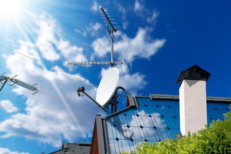 Realizziamo impianti TV terrestre e satellitare in fibra ottica per singole utenze o per utenze centralizzate. I nostri tecnici specializzati vi garantiranno un servizio impeccabile