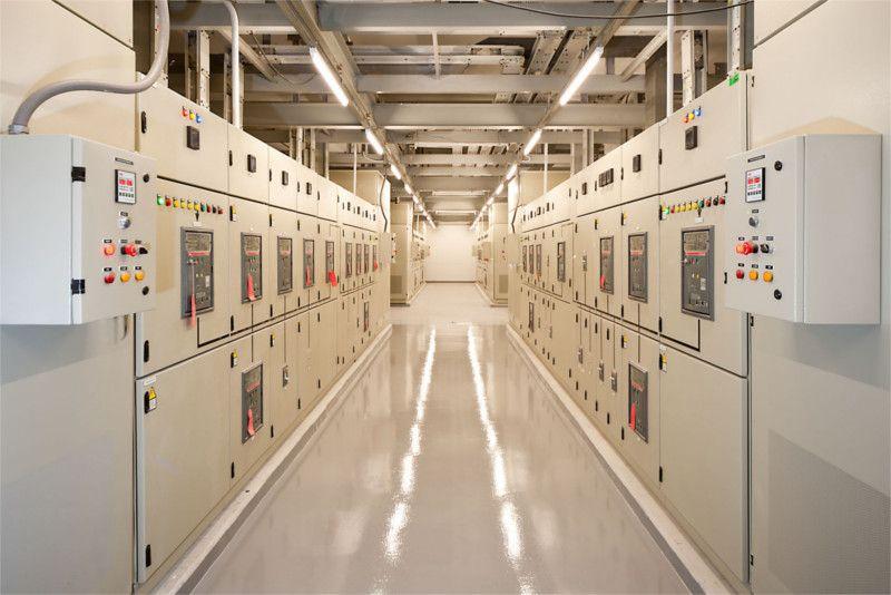 Curiamo l'installazione di cabine elettriche di trasformazione e comando. Garantiamo la manutenzione periodica e tutti gli interventi per l'adeguamento alle normative vigenti