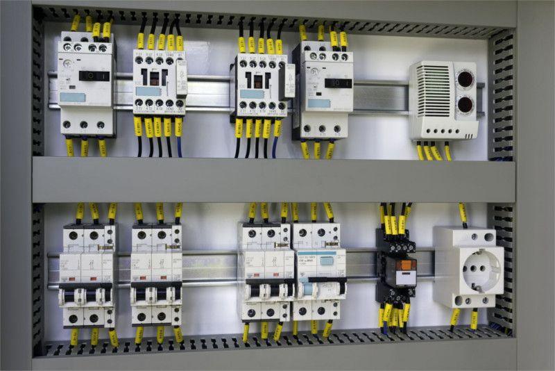 Realizziamo sistemi elettrici di automazione industriale con particolare riguardo alla progettazione e programmazione plc per le esigenze dei più svariati settori industriali