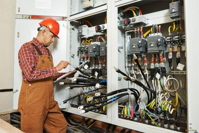 La Ceaimpianti esegue l'installazione, la messa in servizio e la manutenzione di quadri elettrici in Media e Bassa tensione per alimentare qualsiasi tipo di impianto