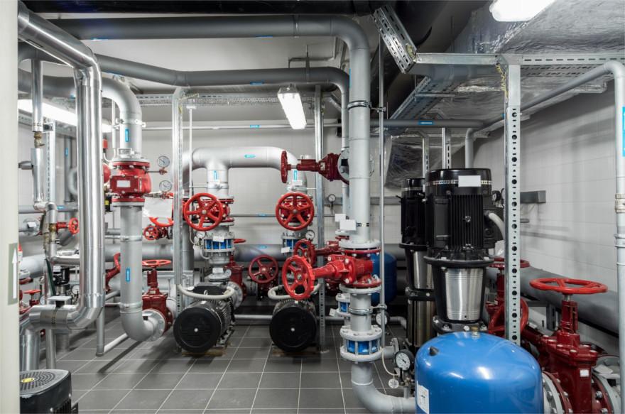 Creazione, progettazione ed assistenza per la realizzazione secondo normative vigenti, di centrali termiche munite di generatori di calore, stazioni di pompaggio, per garantire la distribuzione di acqua calda sanitaria e riscaldamento per siti commerciali ed industriali.